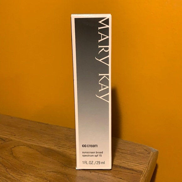 VERY LIGHT Mary Kay CC Creme SPF 15